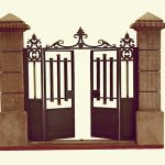 le portail ouvert ferronnerie