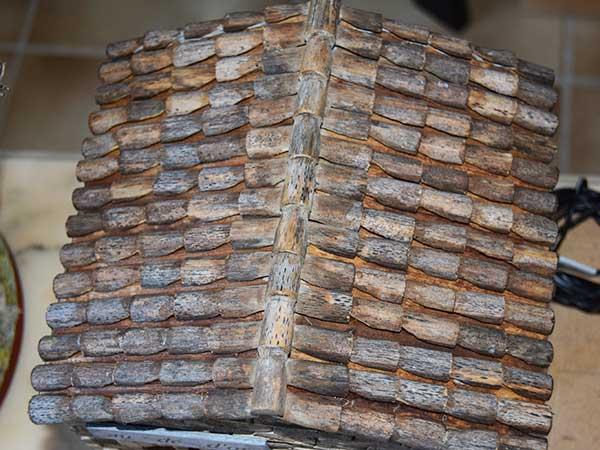 comment fabriquer des tuiles et des toitures proven ales sans argile dans une cr che creches. Black Bedroom Furniture Sets. Home Design Ideas