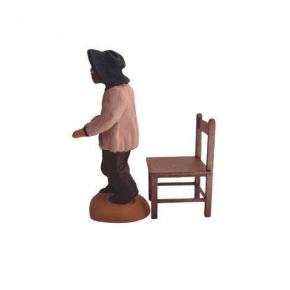 bureau professeur en bois avec chaise et santon