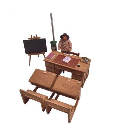 bureau professeur en bois dans école