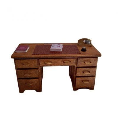 bureau professeur en bois vue de devant